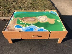 Free play table in great condition.