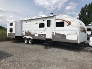Layton 34 foot 3 power Slide 2 bedrooms with 4 bunks like new