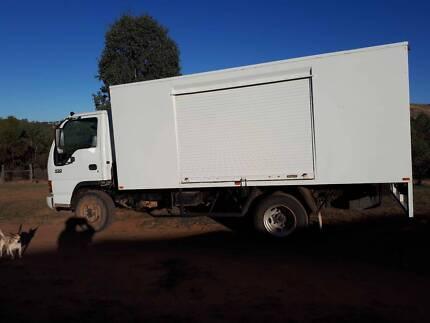 2004 Isuzu truck