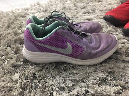Girls Nike shoes size 5