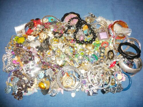Lot Almost 7 Pounds Junk Jewelry Crafts Broken Missing Pairs Some Good Flat Rate