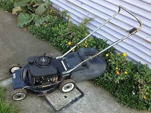 Victa Sports 4 stroke mower + catcher. Just serviced + Warranty Sunshine North Brimbank Area Preview