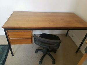 Big desk for sale $20