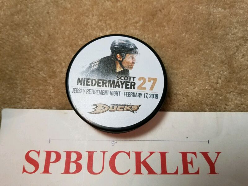 ANAHEIM DUCKS #27 SCOTT NIEDERMAYER JERSEY RETIREMENT COMMEMORATIVE HOCKEY PUCK