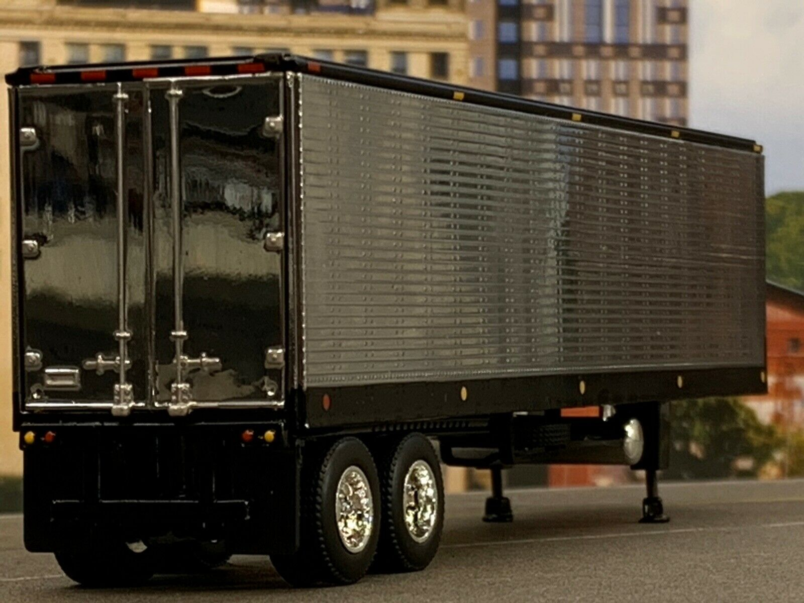 1/64 DCP BLACK/CHROME 40' VINTAGE TRAILER W/ THERMO KING REEFER UNIT