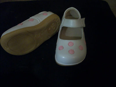 NEW WHITE LEATHER MARY JANES STYLE SHOES W/ PINK POLKA DOTS PUDDLE JUMPERS