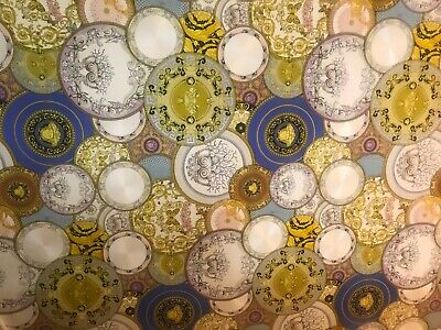 Lovely Versace Plates Metallic Wallpaper