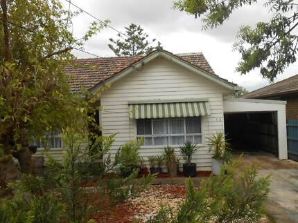 I am renting a 4 bedrooms House in St. Albans St Albans Brimbank Area Preview