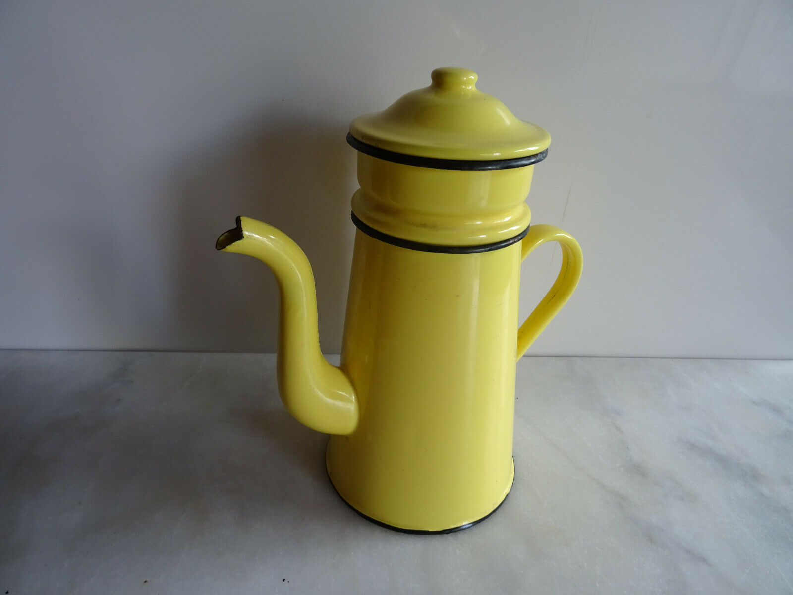 Cafetiere vintage 1950/60'  emaillee jaune