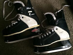 Hockey Skates CCM Black Tacks - Youth - Size 4 Kitchener / Waterloo Kitchener Area image 1