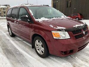 2010 Dodge Grand Caravan (VERY CLEAN)