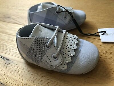 BUBRBERRY Baby BOY Crib Shoes Ice Blue Size 2 US 17 EUR