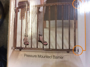 New dreambaby Nottingham wood baby gate