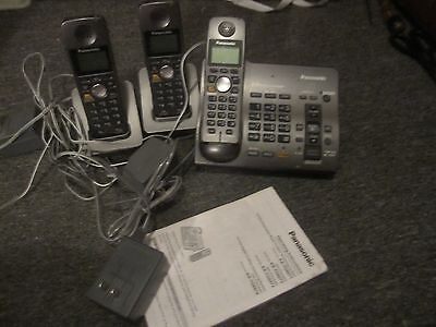 Panasonic Set of 3 Telephones with Bases and Instructions Model KX-TG6071B