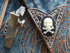 NEW SKULL AND CROSSBONES PAIR OF COLLAR TIPS SILVER METAL,HALLOWEEN GOTH,WESTERN