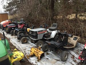 Lawn Tractor Bone Yard Lots Of Parts!!