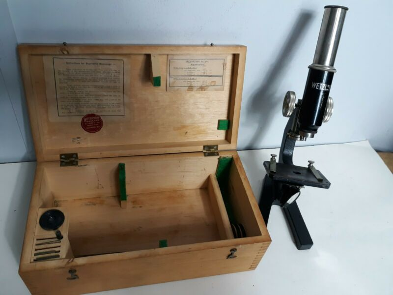 ANTIQUE ERNST LEITZ WETZLAR  Microscope No.744 with wood box and accessories