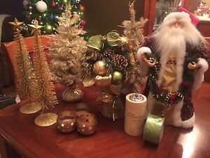 Lot of Christmas Decor - Green/Gold Windsor Region Ontario image 1