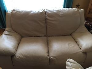 Couch love seat leather /cuir