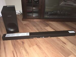 220W Samsung Bluetooth Sound Bar with Sub