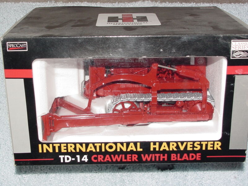 SPECCAST 1/16 IH INTERNATIONAL HARVESTER TD-14 CRAWLER WITH BLADE TRACTOR