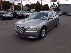 2014 Chrysler 300 Touring Touring w/ Leather Pano Roof LIKE NEW!