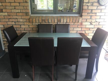 Dining table with 6 chairs (Pick up or Deliver)