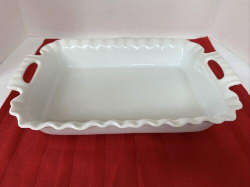 white ruffled edge 2 qt rectangular baker
