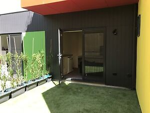 Self contained studio with bathroom and kitchenette North Curl Curl Manly Area Preview