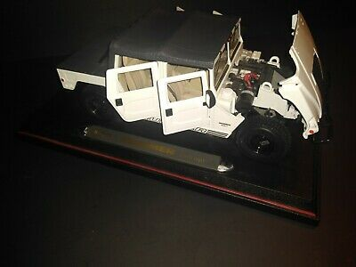 MAISTO HUMMER SOFT TOP WHITE 1:18 SCALE DIE CAST!  FREE SHIPPING!
