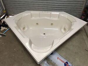 LANARK Spa Bath Narrandera Narrandera Area Preview