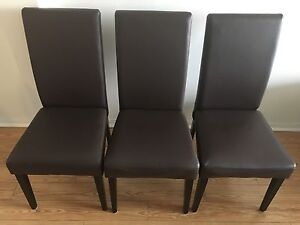 Dining room chairs/Chaise de salle à manger