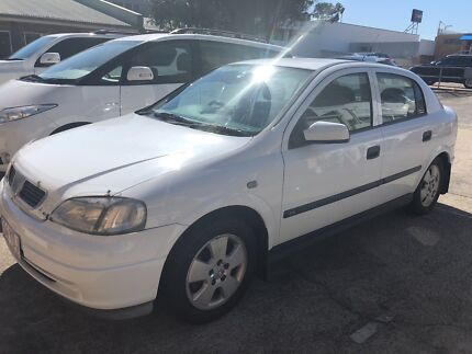 Holden astra 5 door manual hatch low ks rwc rego cars vans holden astra 2004 fandeluxe Image collections