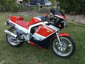 Suzuki GSXR 1100.     1986  Historic first year Modell Miriam Vale Gladstone Area Preview