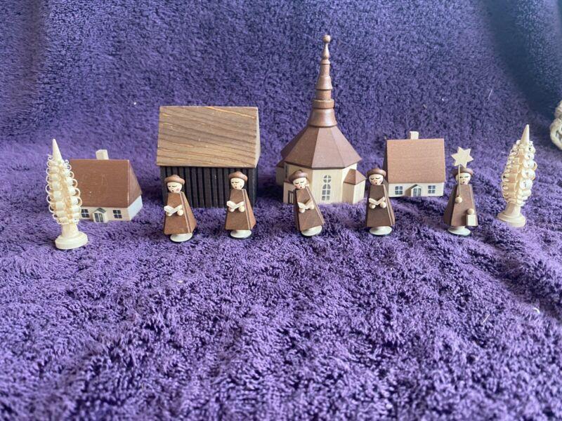 Echte Erzgebirgische German Village Wood Carolers Town GERMANY Miniatures