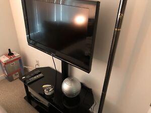 "TOSHIBA 30"" TV"