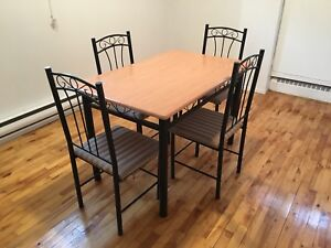 Table chaises four