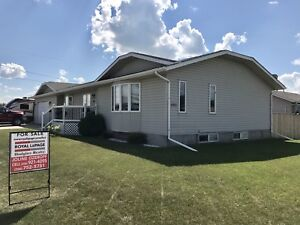 Beautiful family home, move in ready!