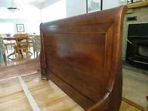 Queen Sized Solid Maple Sleigh Bed West Island Greater Montréal image 4