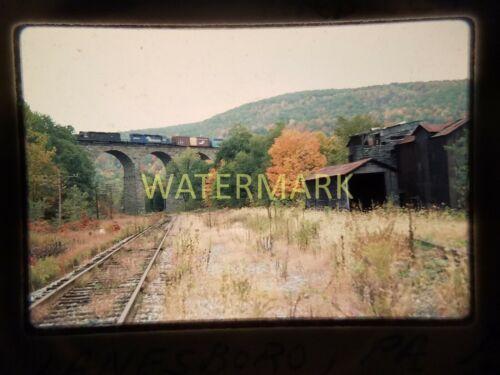 XH02 ORIGINAL TRAIN SLIDE Conrail EL01 on Starucca Lanesboro PA 1983