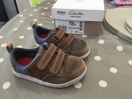 Clarks boys brown shoes size 7 F GOOD CONDITION