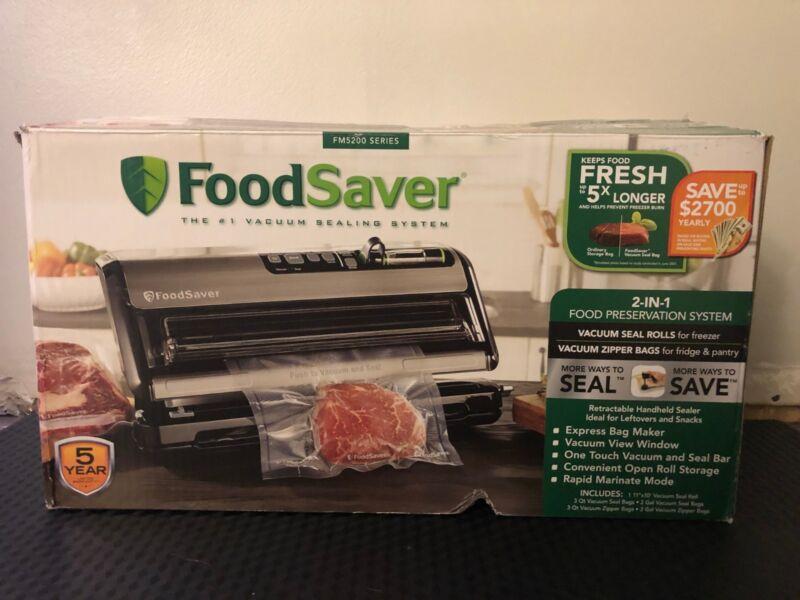 FoodSaver New FM5000 Series 2-in-1 Vacuum Sealing System Plus Starter Kit, FM5200 FM5200-000