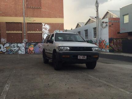 Nissan Pathfinder 3.0L V6 4x4