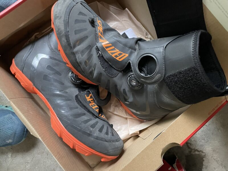 Specialized Defroster Trail Winter Mtb Boots Size 43.5 (USA 10.25) Black/orange
