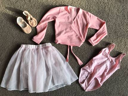 Girls ballet outfit (suit aged 3-4)