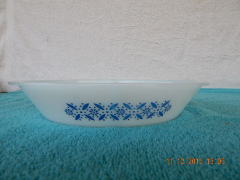 Vintage OVAL WHITE GLASBAKE DIVIDED CASSEROLE DISH J2352 Daisy Flowers