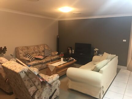 $220 Room for rent (Filipino)