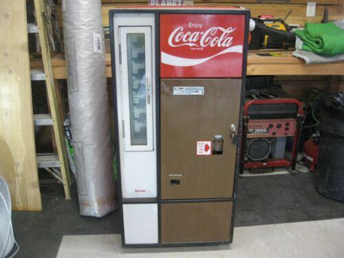 1960s ? COKE COCA COLA MACHINE vendo HA56B . Fully Functional With Keys.