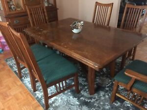 Solid wood dinning room set with 6 chairs