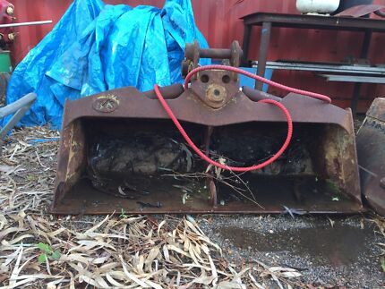 4.5t tilt bucket to suit excavator.